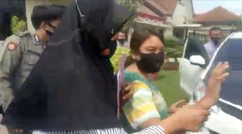 Wanita Asal Lampura Bakar Bendera Merah Putih Ditangkap