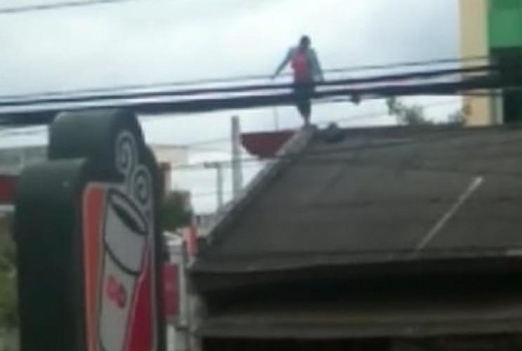 Wanita yang Jatuh dari Atap Ruko Diduga Gangguan Jiwa