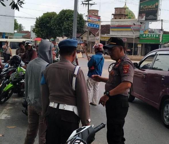 Warga Banjarsari Protes Pembangunan Median Jalan