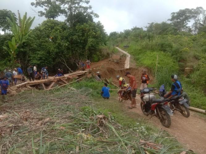 Warga Berharap Pemprov Bangun Jalan di Jalur Melesom-Lumbok