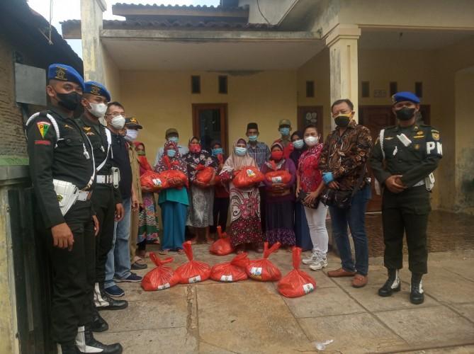 Warga Bumiraya Terima Paket Sembako Peduli dari PSMTI Lampung