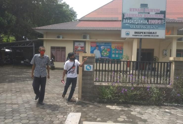 Warga Desa Sukaraja Adukan Kadesnya ke Inspektorat
