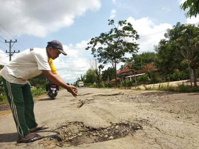 Warga Desak Ruas Jalan Provinsi di Tubaba Diperbaiki