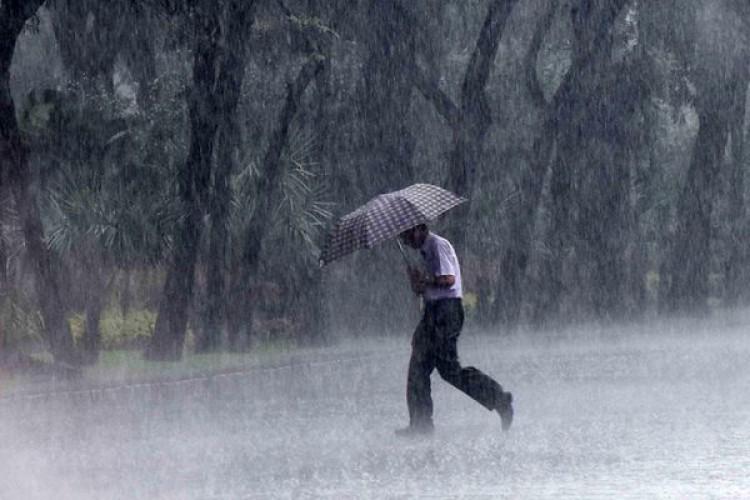 Warga Diimbau Waspada, Hujan Lebat Disertai Petir dan Angin Kencang Berpotensi di Lampura