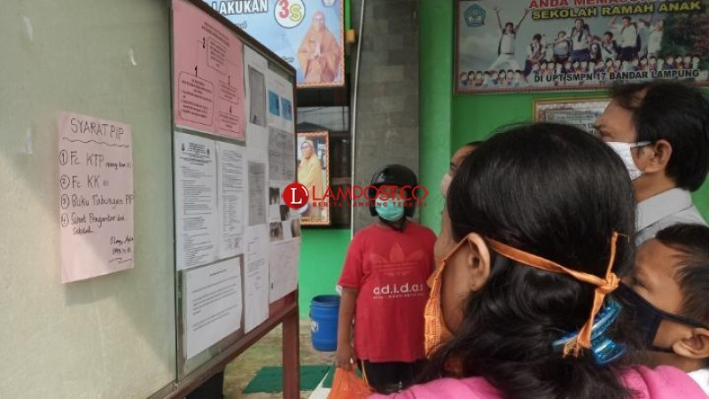 Warga Diminta Perhatikan Protokol Kesehatan saat Daftar PPDB