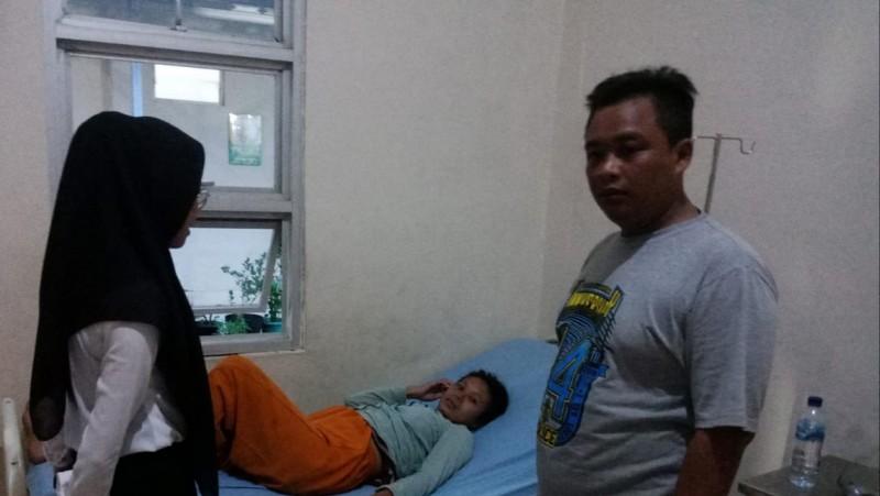 Warga Gisting Evakuasi Wanita Hamil Diduga Idap Gangguan Jiwa ke Puskesmas