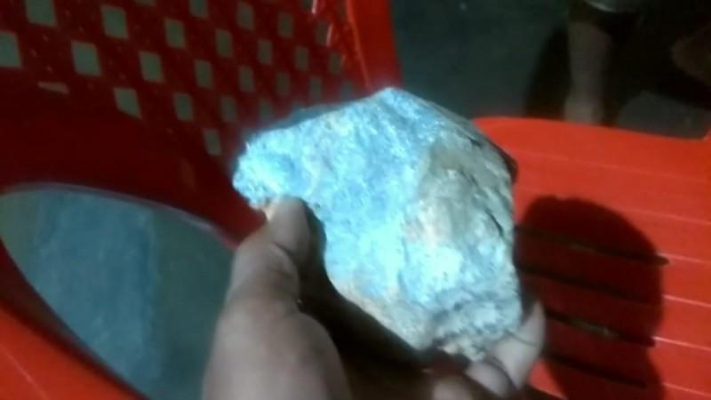 Warga Kampung Digegerkan Jatuhnya Batu Diduga Meteor