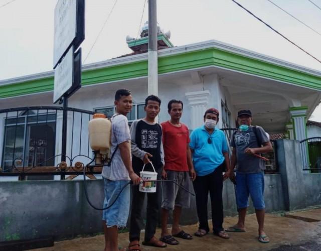 Warga Kampung Quran Cegah Korona Dengan Disinfeksi