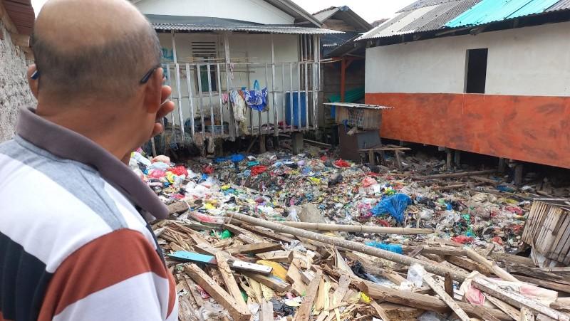 Warga Kangkung Bandar Lampung Keluhkan Bau Busuk Sampah yang Menumpuk Puluhan Tahun