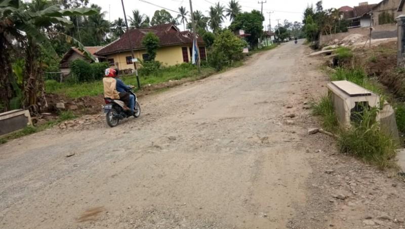Warga Kecewa Jalan Poros di Palas Tak Masuk Rencana Pembangunan