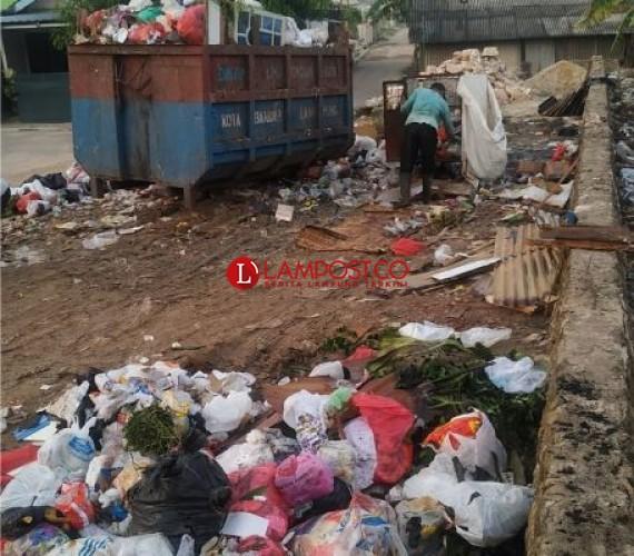 Warga Sekitar TPS Tanjungsenang Keluhkan Limbah Sampah