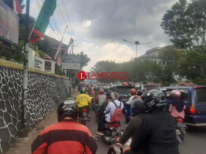 Warga Keluhkan Penyekatan Jalan di Bandar Lampung