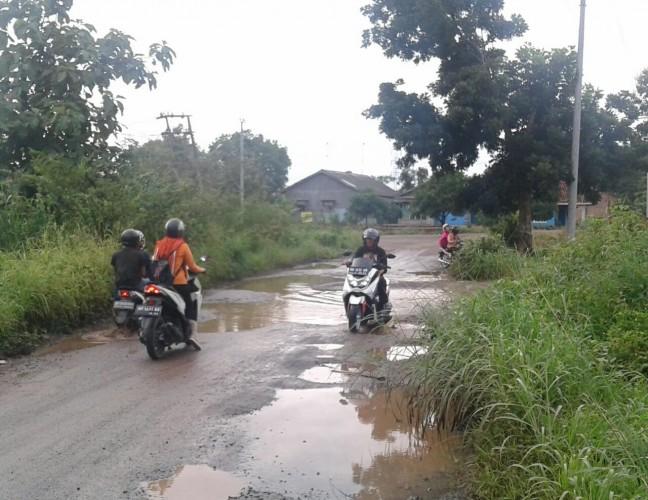 Warga Kotaalam Desak Pemerintah Perbaiki Jalan K.S Tubun