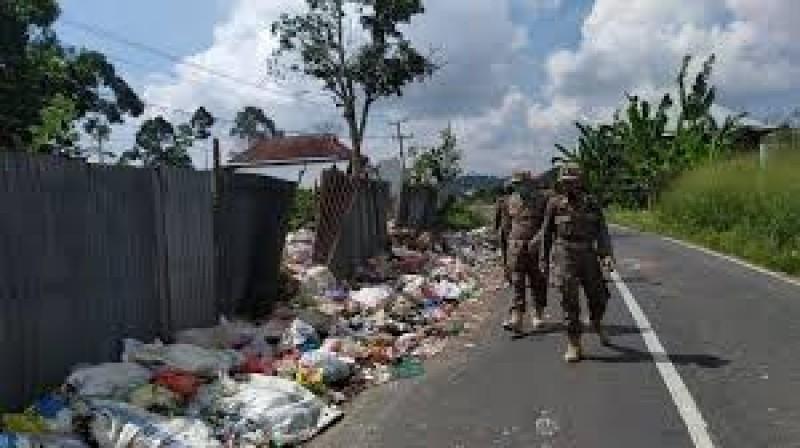 Warga Lambar Buang Sampah Sembarangan Didenda Rp25 Juta