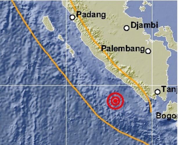 Warga Liwa ke Luar Rumah saat Rasakan Getaran Gempa 5,8 SR