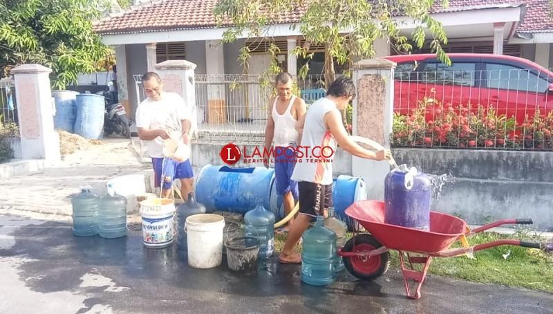 Warga Mekarmulya Krisis Air Bersih