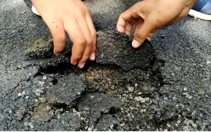 Warga Minta BPK Audit Proyek Jalan Dusun 2 Sabahbalau