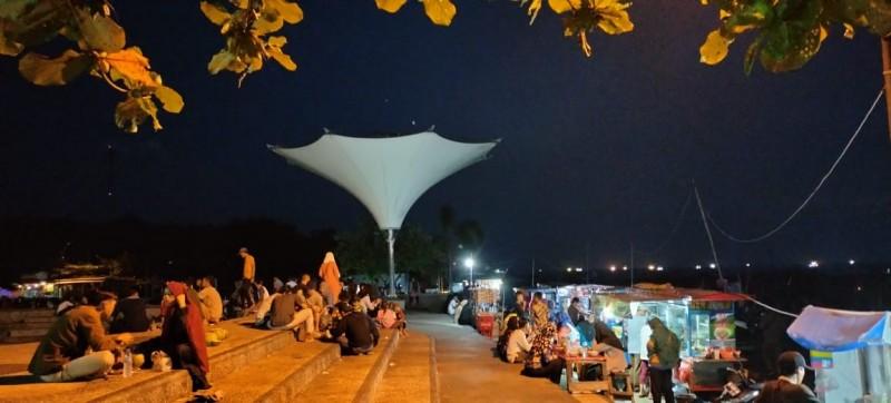 Pedagang Menolak Penutupan Dermaga Bom Lampung