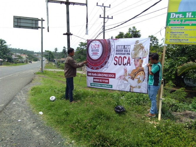 Warga Penengahan Gelar Nobar Soca Kontestan Liga Dangdut Indosiar