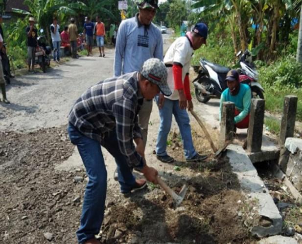 Warga Pesisir Rajabasa Berharap Pemerintah Perbaiki Drainase