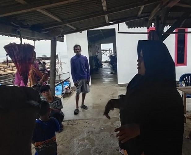 Warga Pulau Pasaran Berlarian Saat Angin Puting Beliung Datang