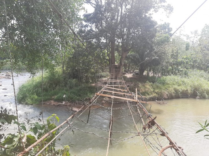 Warga Pulaupanggung Gotong Royong Perbaiki Jembatan Gantung