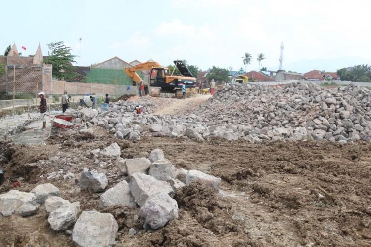 Warga Sekitar Proyek Plaza Living Merasa Terteror Banjir