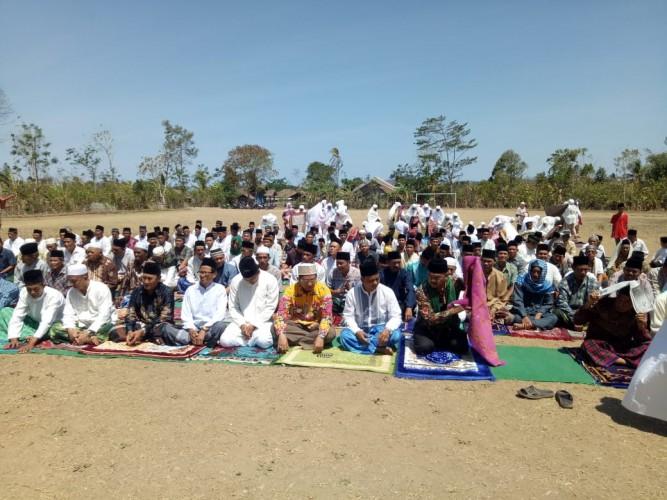 Warga Sembilan Desa di Penengahan Gelar Salat Minta Hujan