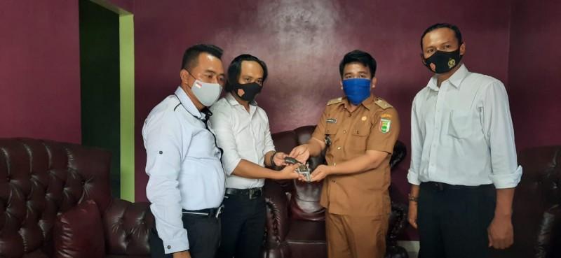 Warga Serahkan Pistol Yang Ditemukan di Kebun Cokelat ke Polres Pesawaran