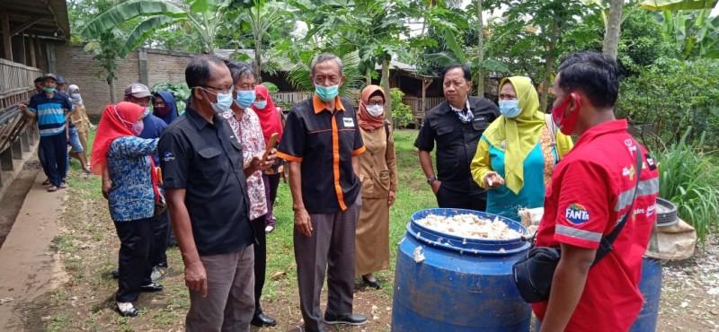 Warga Sukanegara Belajar <i>Integrated Farming</i> di Mulia Farm