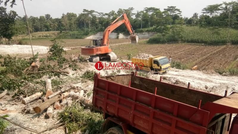 Warga Sumberagung Keluhkan Aktivitas Penggalian Tanah