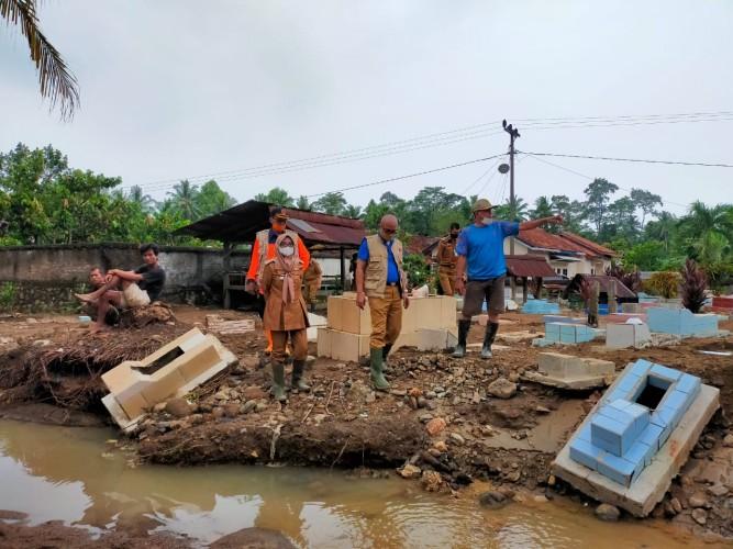 Warga Tanggamus Keluhkan Banjir Akibat Tanggul Jebol