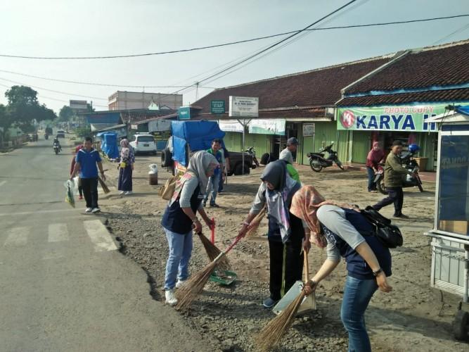 Warga Tanjungharapan Galakkan Jumat Bersih