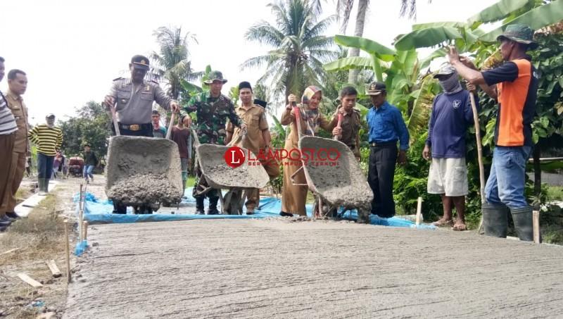 Warga Tanjungjaya Rasakan Dampak Program Padat Karya Tunai
