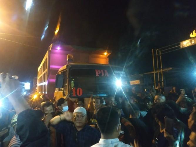 Warga Tiga Kecamatan di Pringsewu Gelar Aksi Tuntut Perbaikan Jalan