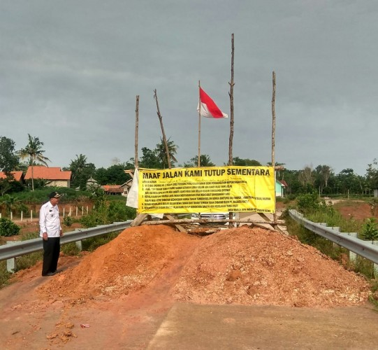 Warga Tubaba Blokir Jalan Layang Tol Lambu Kibang