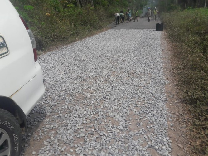 Warga Tuntut Waskita Perbaiki Jalan di Waykenanga Sesuai Spesifikasi