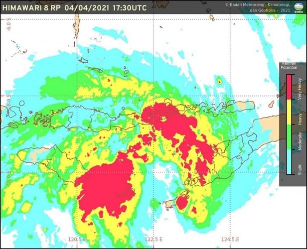 Waspada Gelombang Tinggi Perairan Barat Lampung Capai 6 Meter