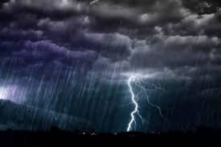 Waspada Potensi Hujan Lebat Disertai Angin Kencang