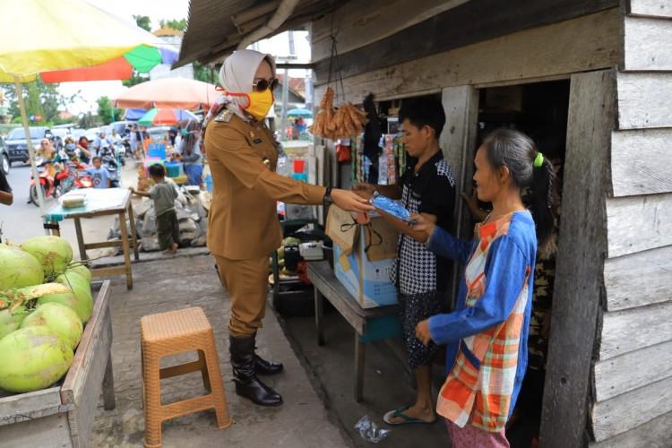 Winarti Imbau Warga Tulangbawang Gunakan Masker saat Beraktivitas