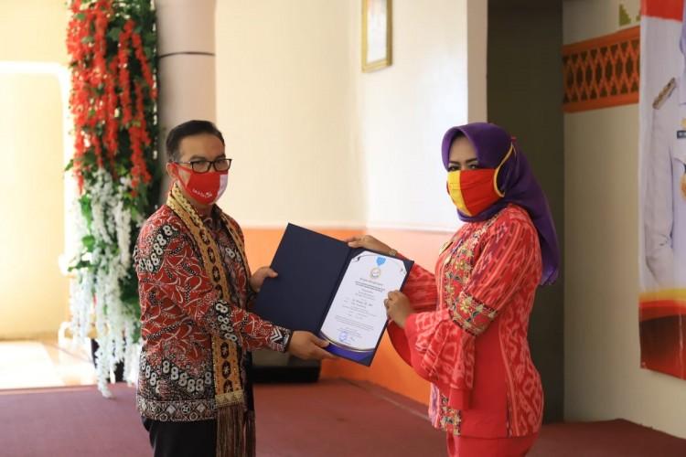 Winarti Terima Penghargaan Manggala Karya Kencana