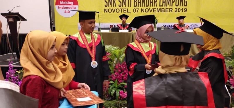 Lulusan SMK SMTI Bandar Lampung Siap Bersaing di Era Industri 4.0