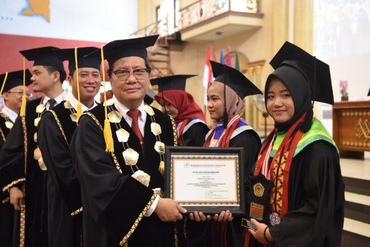 Wisudawan Universitas Teknokrat Indonesia Siap Hadapi Era Society 5.0