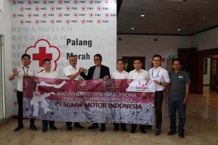 Wuling Salurkan Donasi Untuk Korban Bencana di Palu dan Donggala
