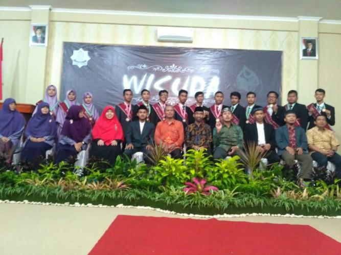 Yayasan Daarul Hikmah Wisuda 15 Santri