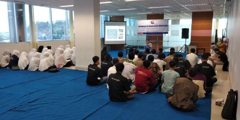 YBM BRI Gelar Pembinaan Penerima Beasiswa