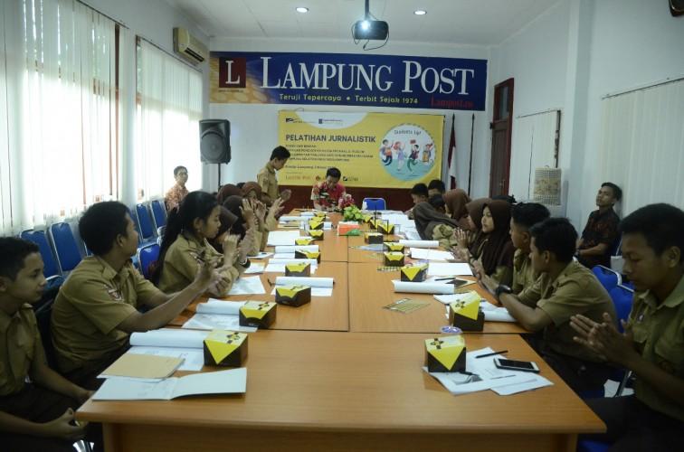 YPA-MDR Latih Siswa Binaan Keterampilan Jurnalistik di Lampung Post