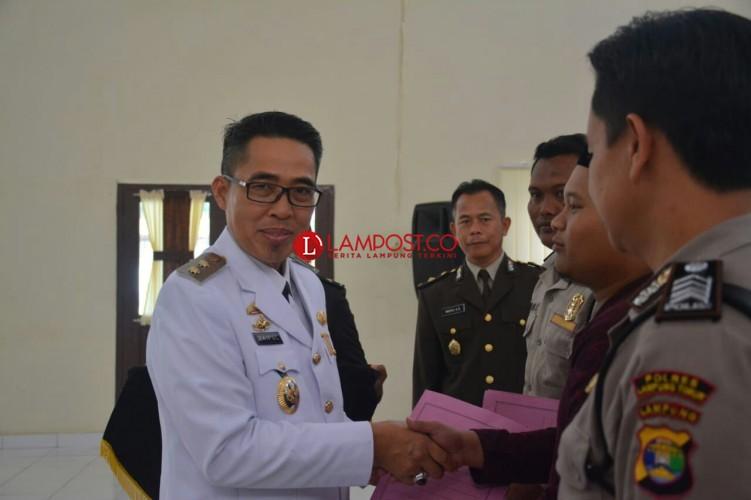 Zaiful Bokhari Pimpin Upacara HUT ke-72 Bhayangkara di Mapolres Lamtim
